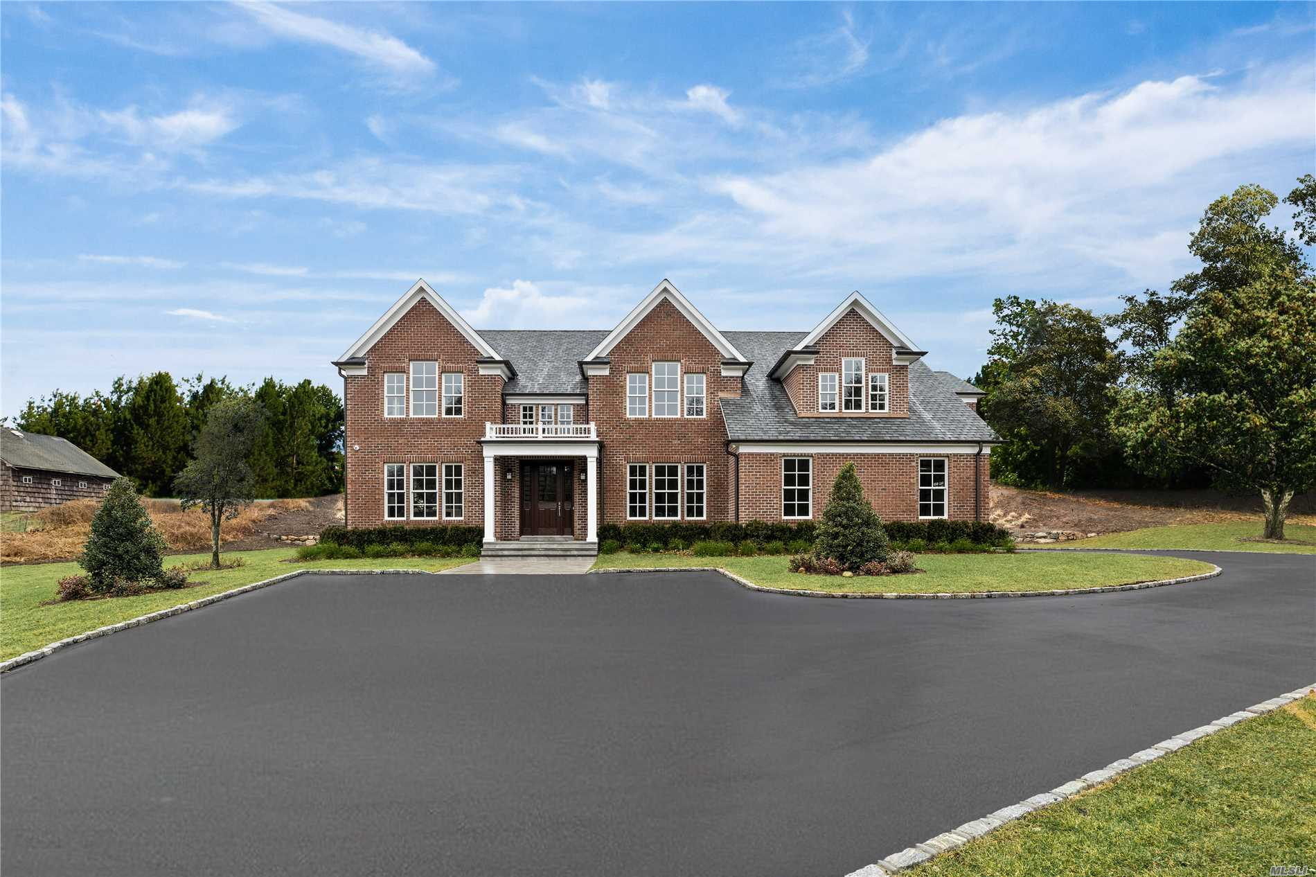Photo of home for sale at 2 Cory Ct, Syosset NY