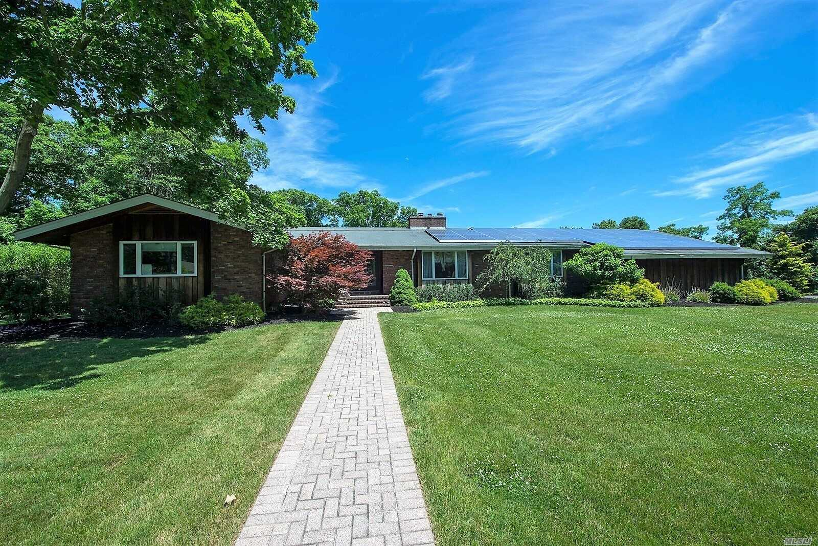 Photo of home for sale at 265 Private Rd, East Patchogue NY