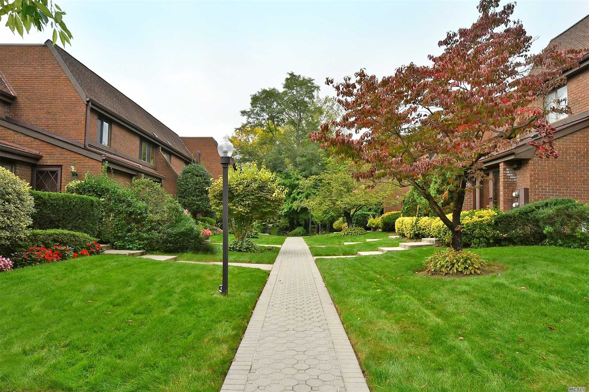 Property for sale at 2 Spring Hollow, Roslyn,  NY 11576