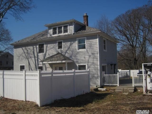Photo of home for sale at 456 Glen Cove Ave, Sea Cliff NY