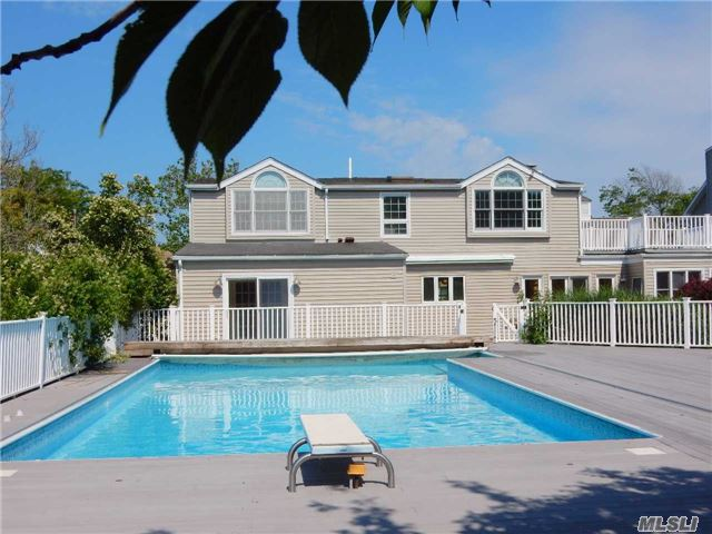 Photo of home for sale at 285 Blackheath Rd, Lido Beach NY