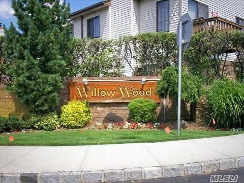 Property for sale at 25 Balsam Ct, Wantagh,  NY 11793