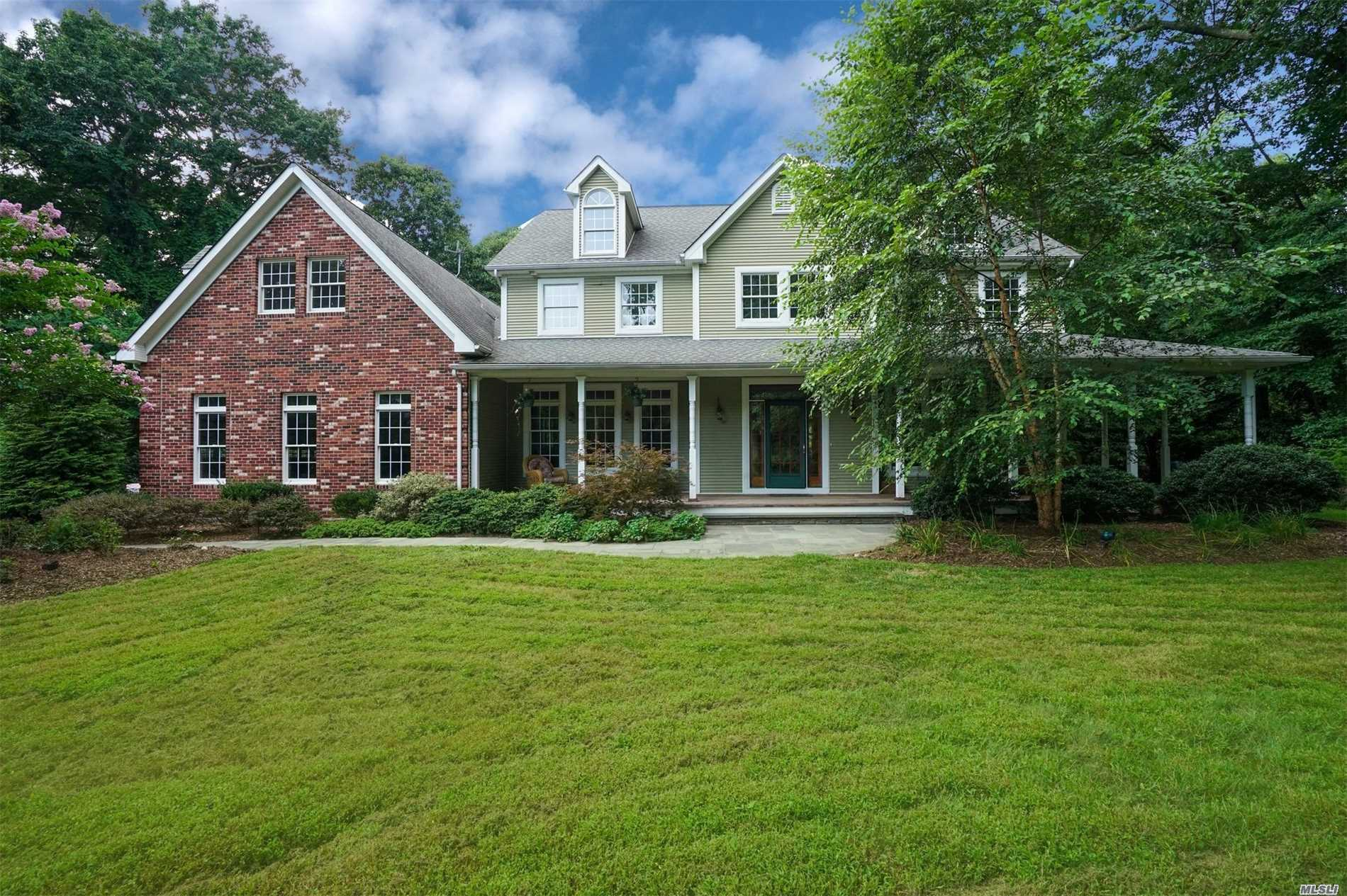 Photo of home for sale at 81 Mud Road, Setauket NY