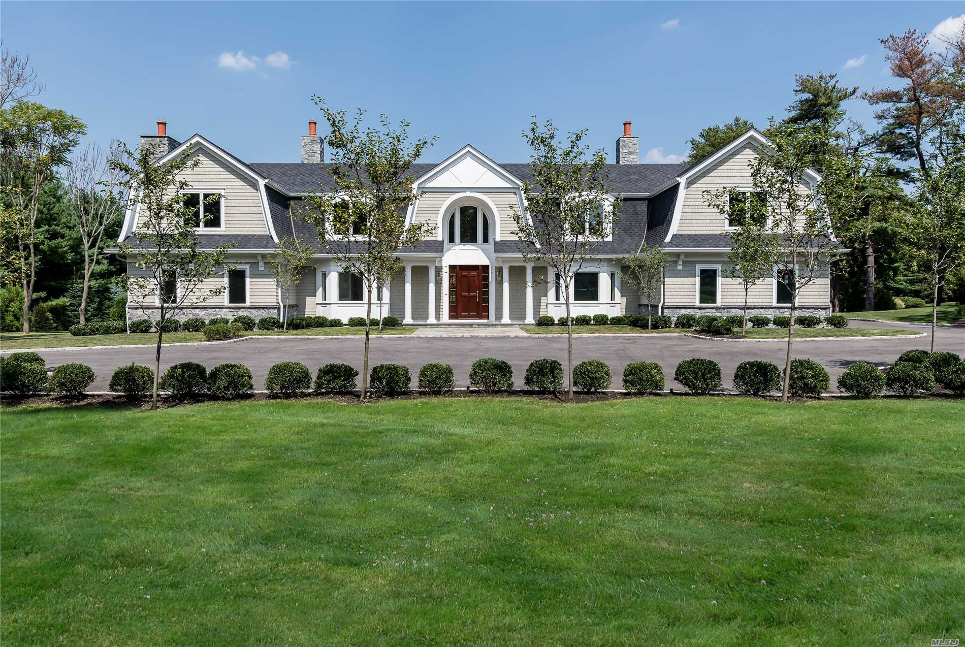 Photo of home for sale at 11 Sandpiper Court, Old Westbury NY