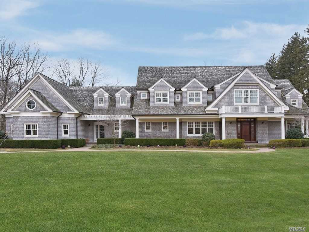 Photo of home for sale at 6 Hicks Ln, Sands Point NY