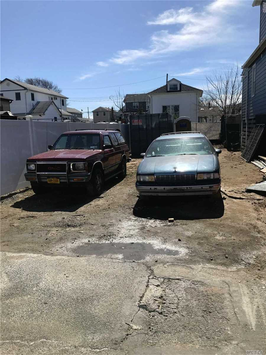 Photo of home for sale at 102-14 164th Ave, Howard Beach NY