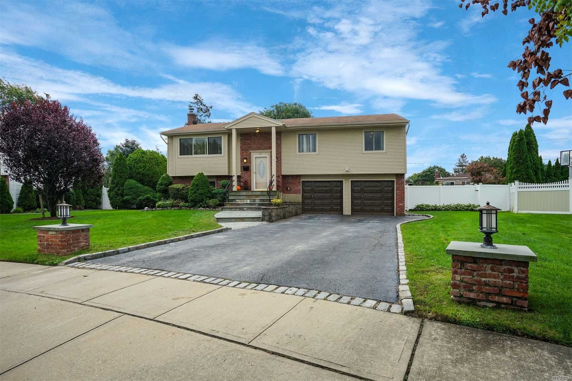 Photo of home for sale at 12 Pebble Pl, Commack NY