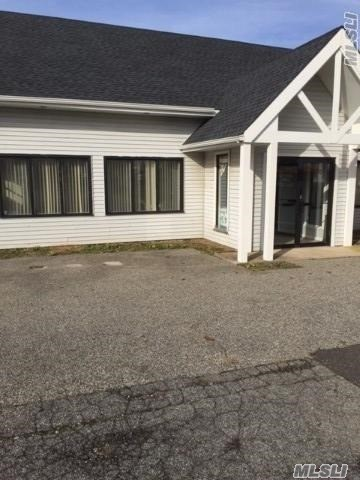 Photo of home for sale at 1170 Hicksville Rd, Massapequa NY