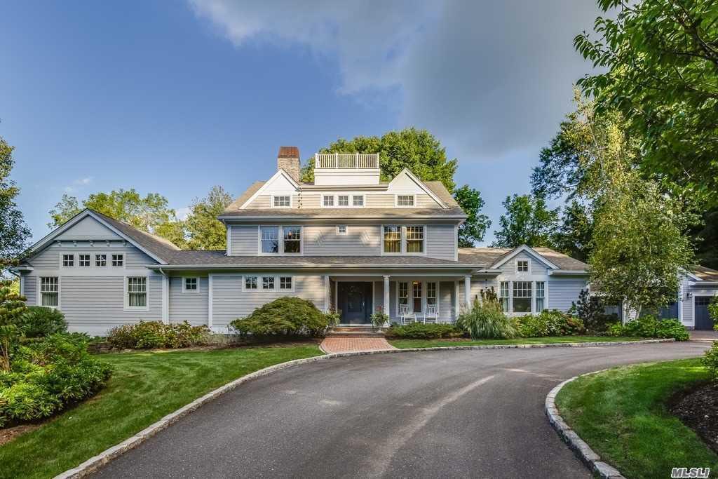 Photo of home for sale at 16 Abbington Dr, Lloyd Harbor NY