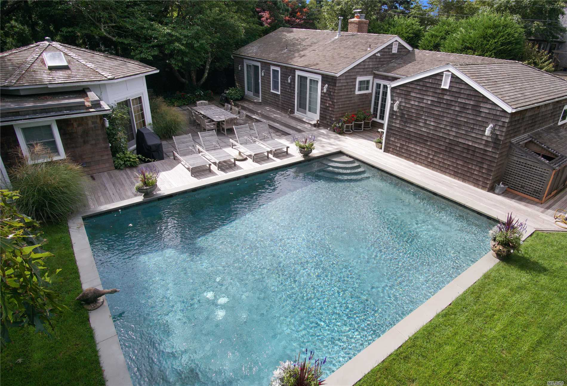 Photo of home for sale at 29 Devon Rd, Amagansett NY