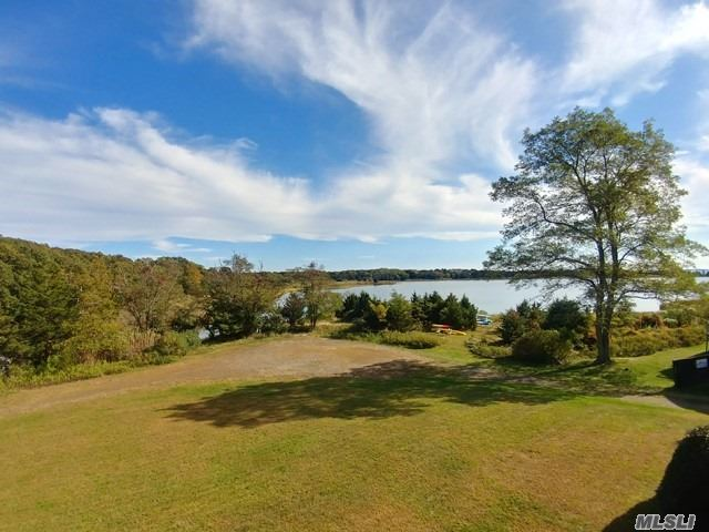 Photo of home for sale at 455 Meadow Ct, Southold NY