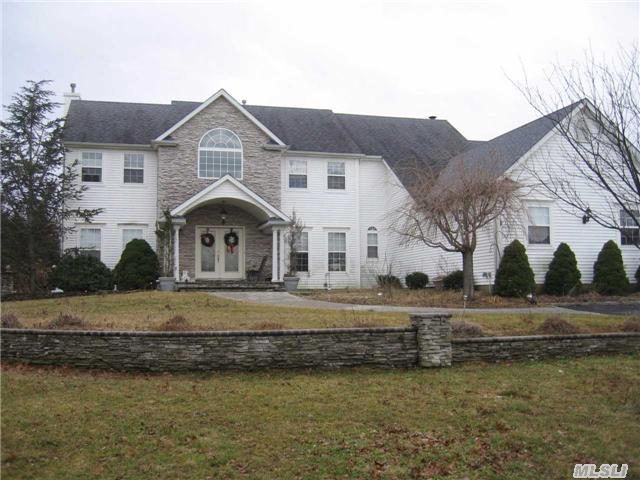 Photo of home for sale at 92 Sweetgum Ln, Miller Place NY