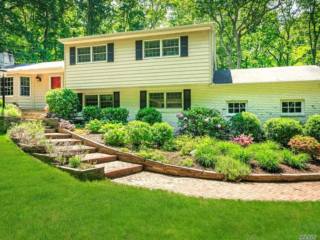 Photo of home for sale at 64 Bankside Dr, Centerport NY