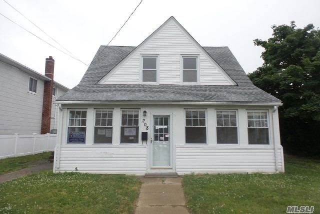 Photo of home for sale at 208 Rhame Ave, East Rockaway NY