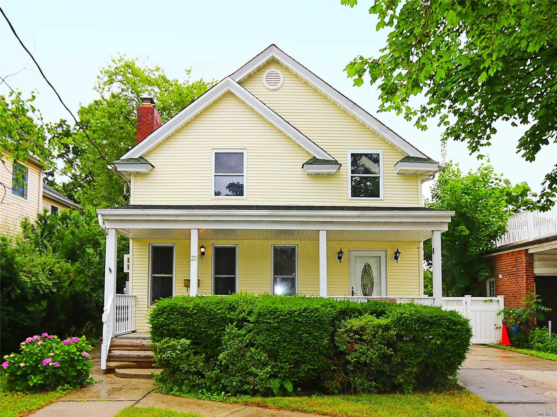 Photo of home for sale at 20 Richard, Merrick NY
