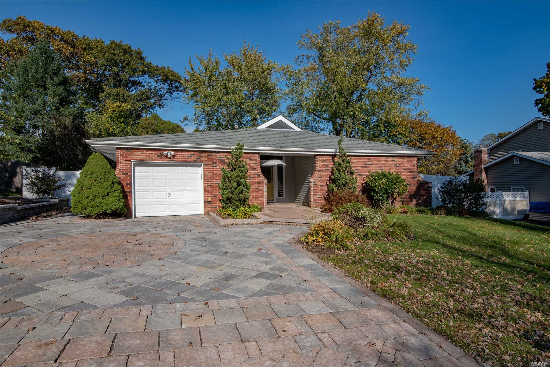 Photo of home for sale at 3 Brightview Dr, Rocky Point NY