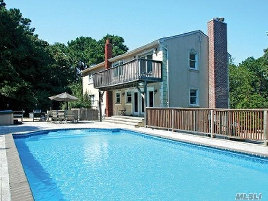 Photo of home for sale at 36 Charla Dr, Southampton NY