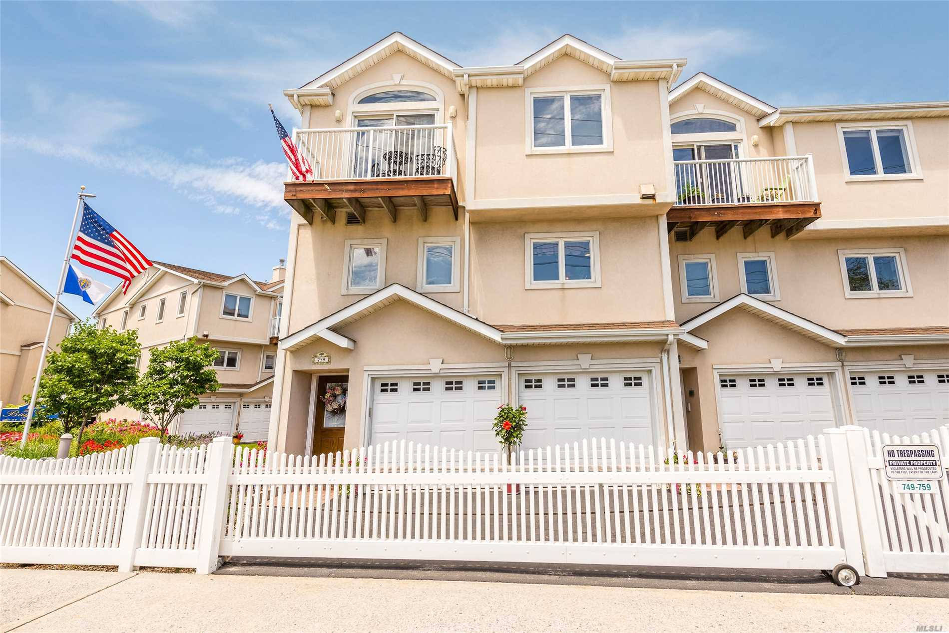 Photo of home for sale at 759 Park Ave W, Long Beach NY