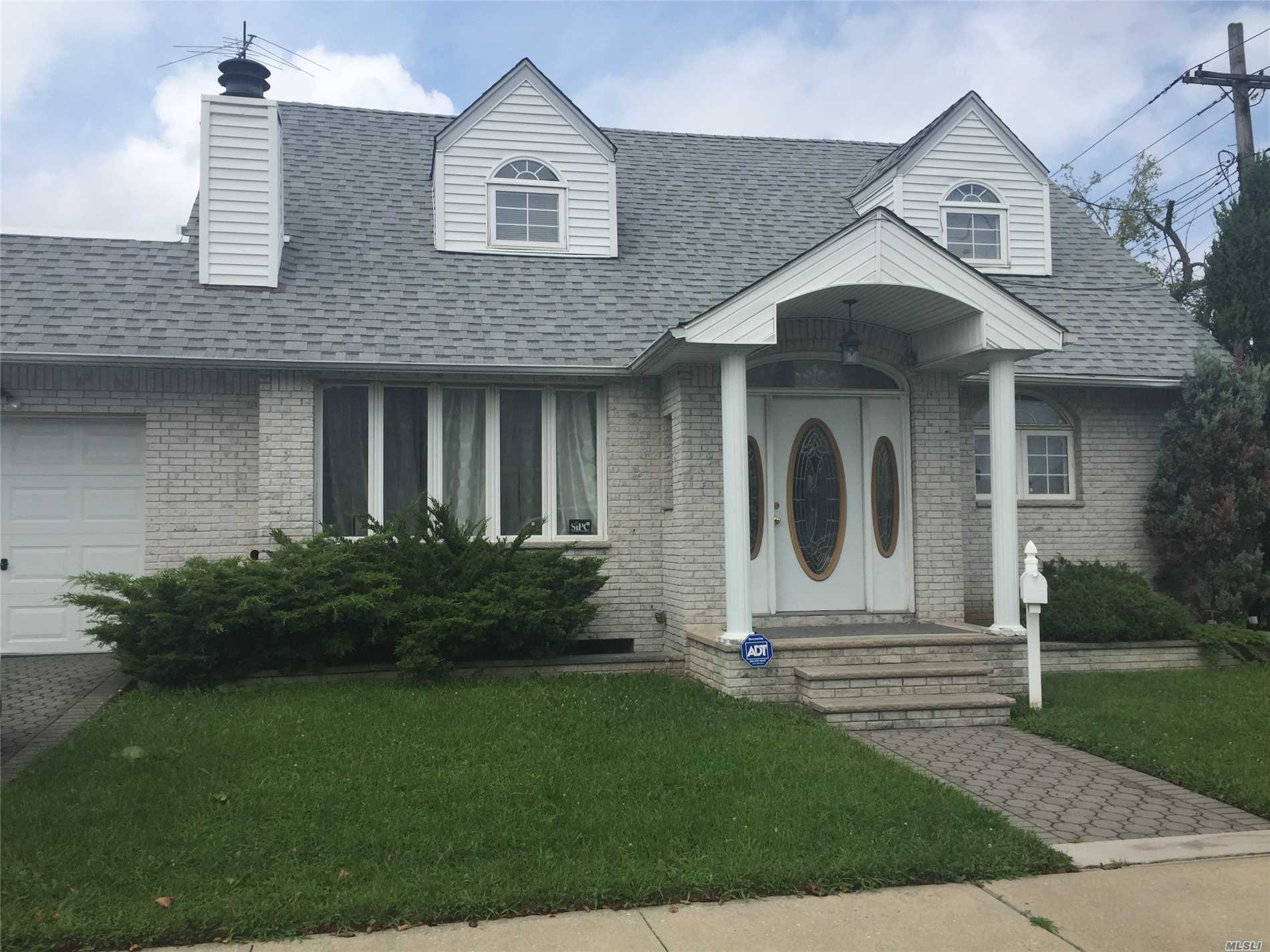 Photo of home for sale at 157-04 85 St, Howard Beach NY