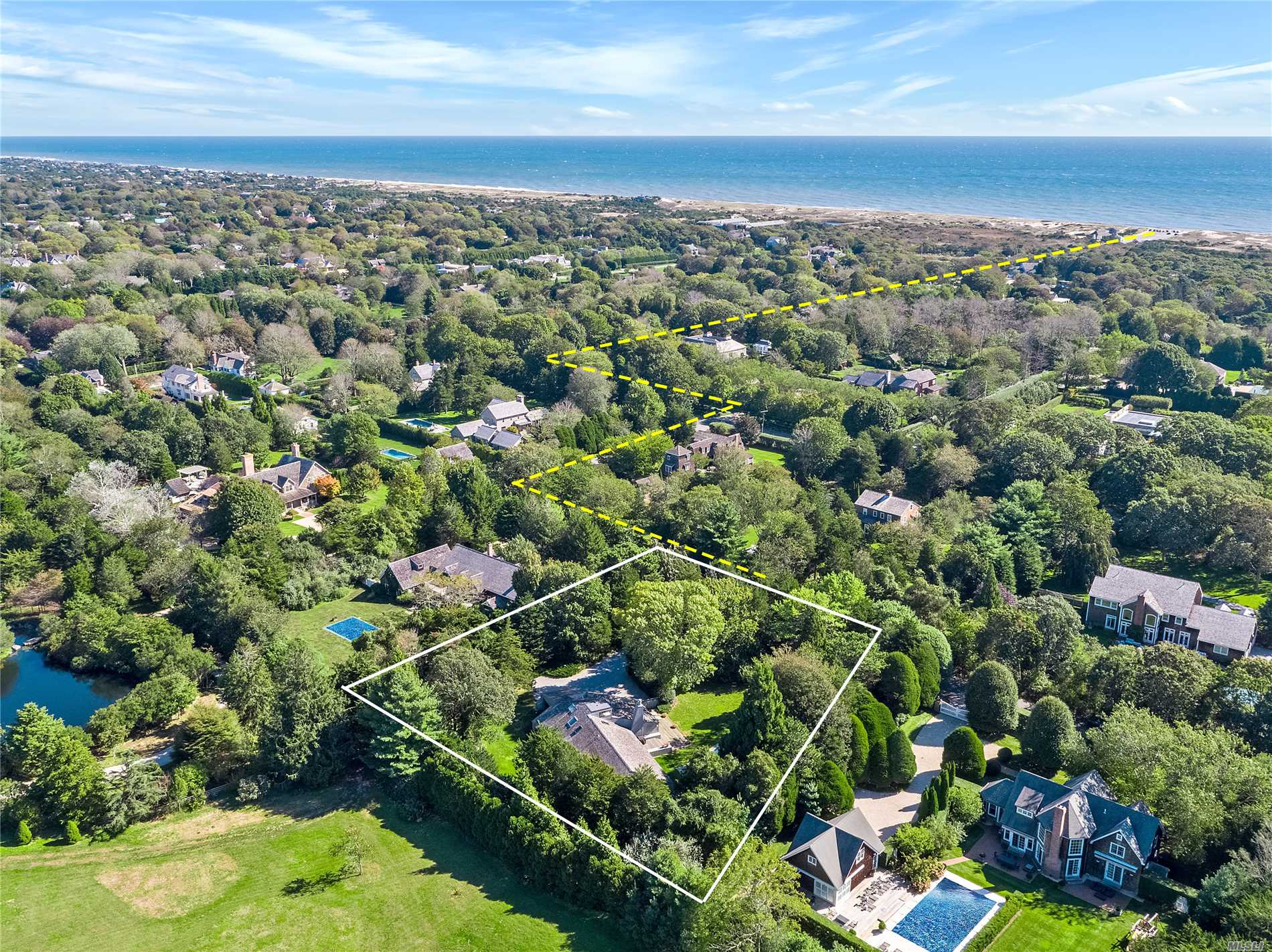 Photo of home for sale at 9 Southview, Amagansett NY