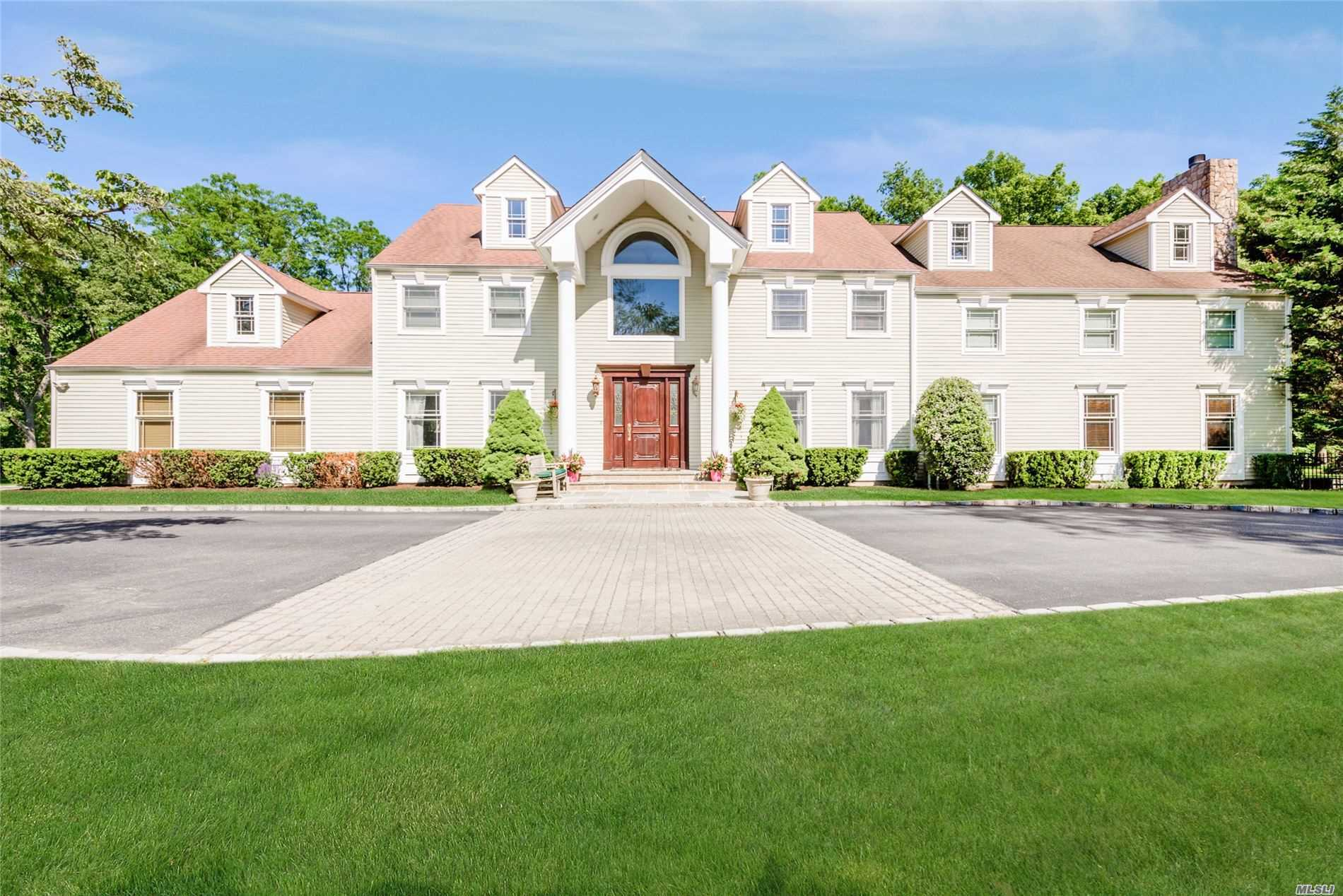 Photo of home for sale at 19 Grouse Ln, Lloyd Harbor NY