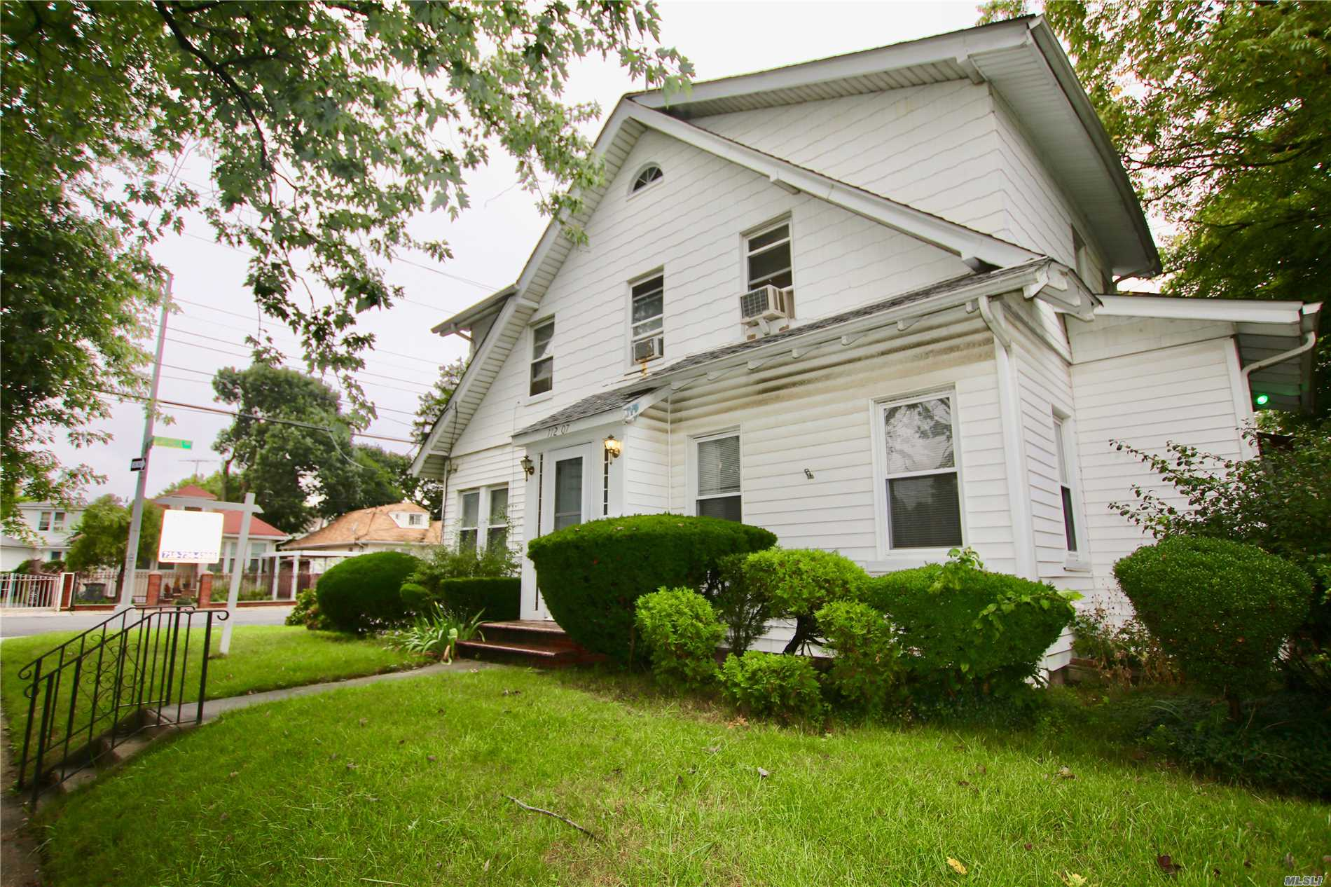 Photo of home for sale at 112-07 175th Pl, Addisleigh Park NY
