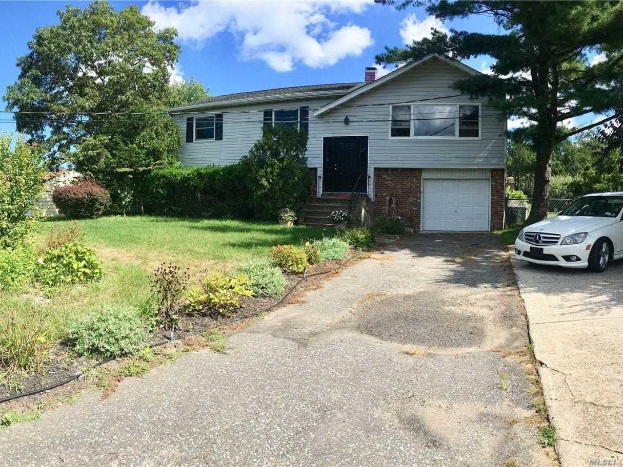 Photo of home for sale at 215 Mt. Sinai Coram Rd, Coram NY