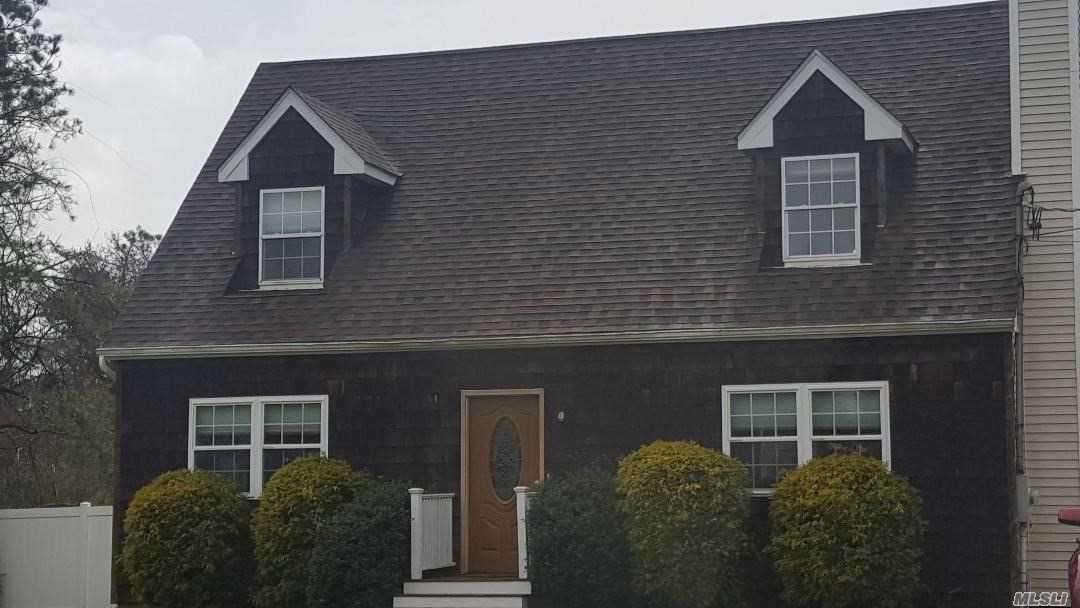 Photo of home for sale at 30 Lewis Rd, East Quogue NY