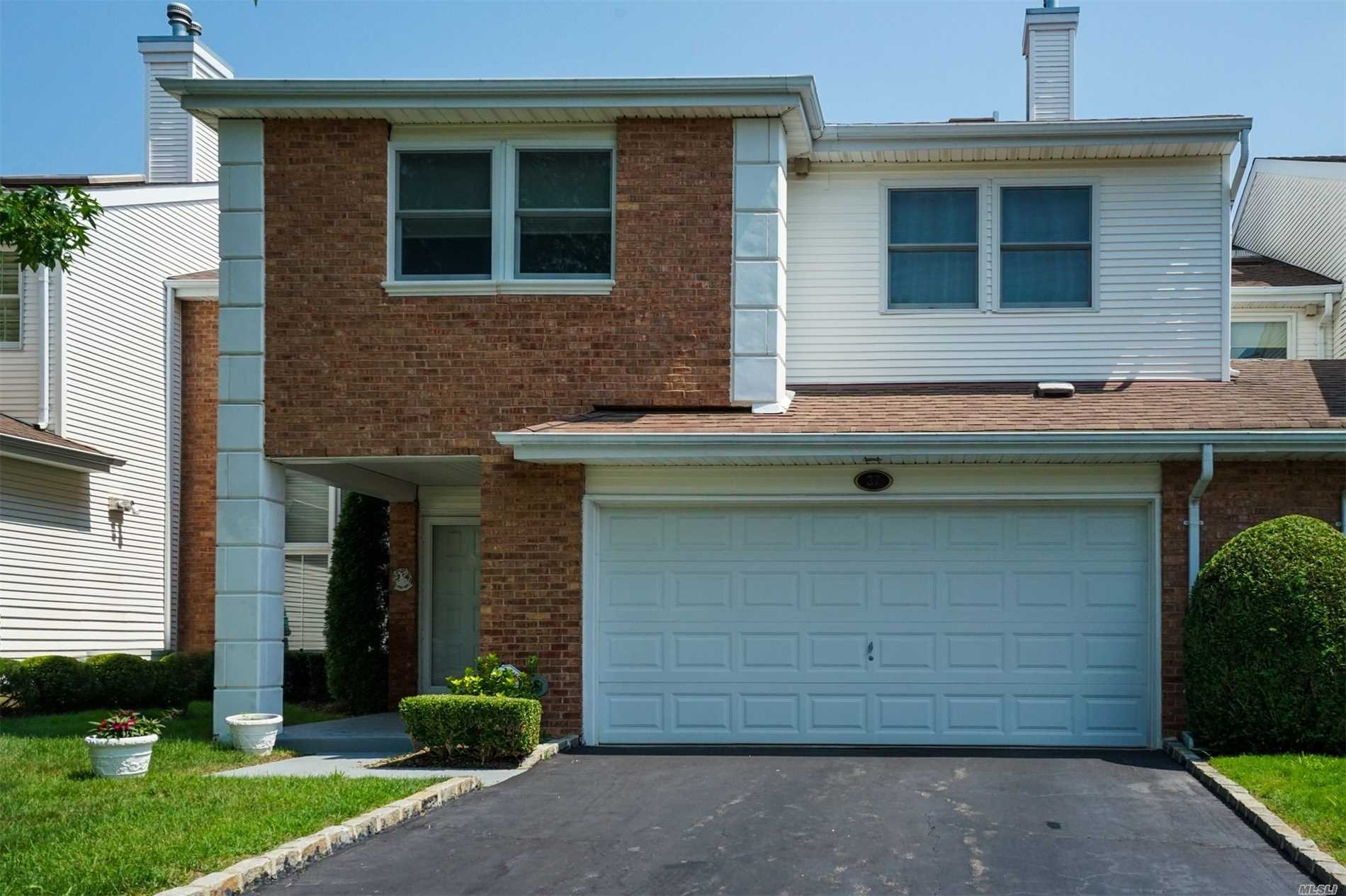 Property for sale at 37 Hamlet Dr, Commack,  NY 11725