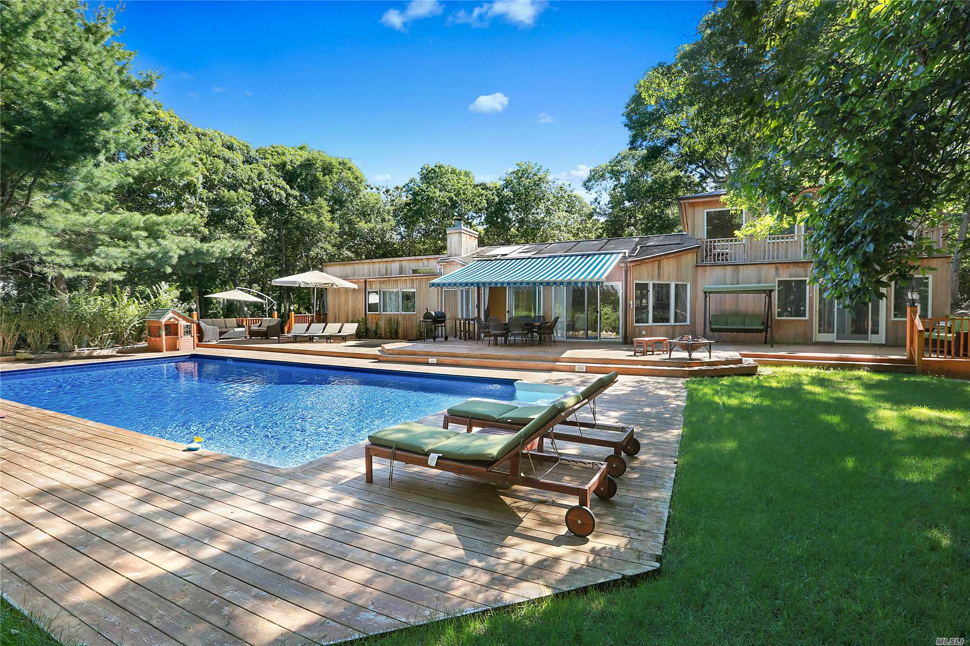Photo of home for sale at 29 Hollow Dr N, East Hampton NY