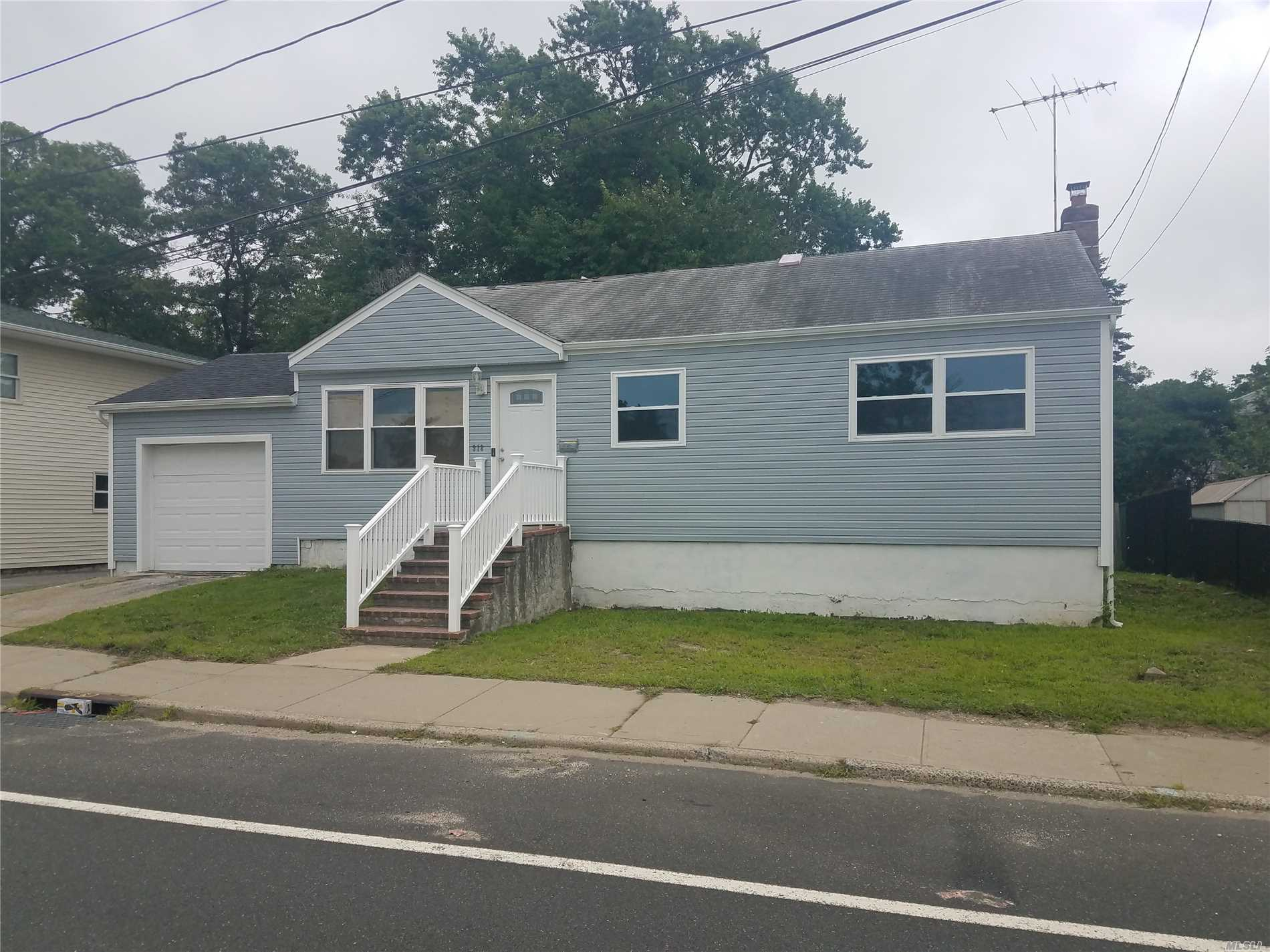 Photo of home for sale at 918 Sunrise Hwy, West Babylon NY