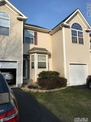 Property for sale at 30 Cranberry Cir, Medford,  NY 11763
