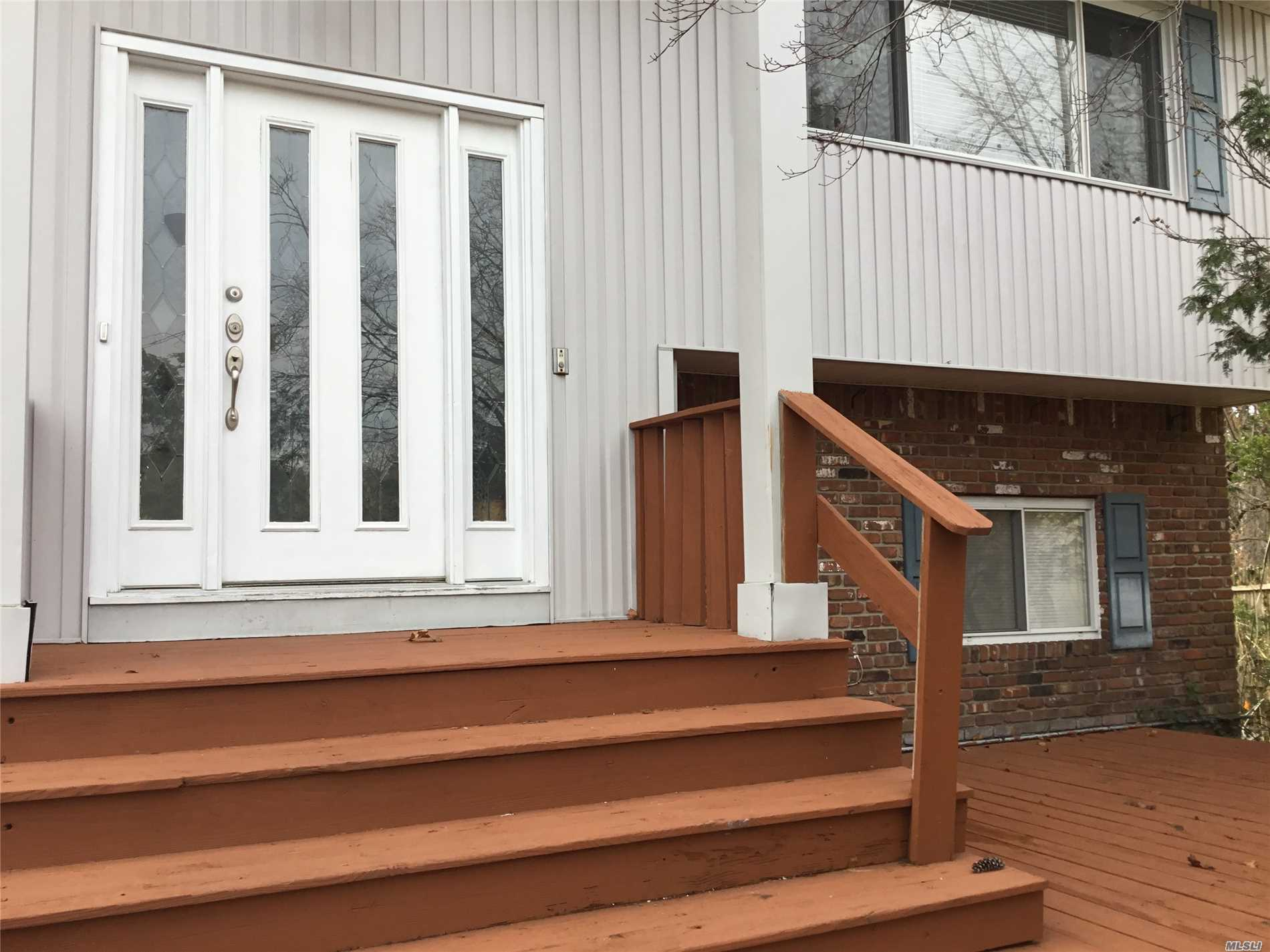 Photo of home for sale at 7 Elpaso Ct, East Northport NY