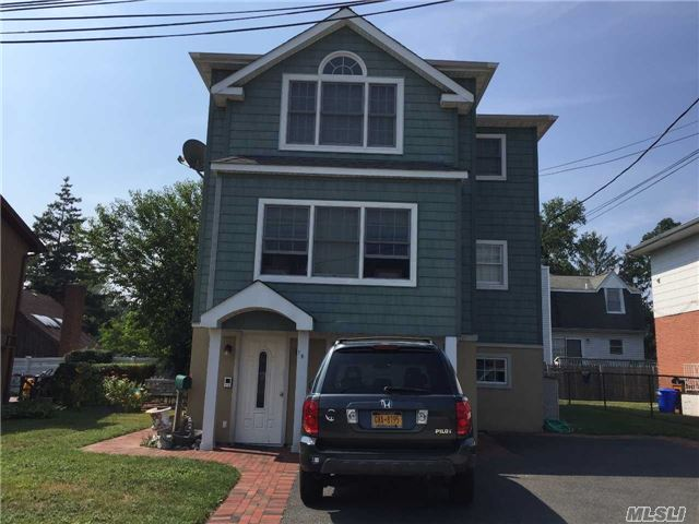 Photo of home for sale at 19 Norwood Rd S, Port Washington NY
