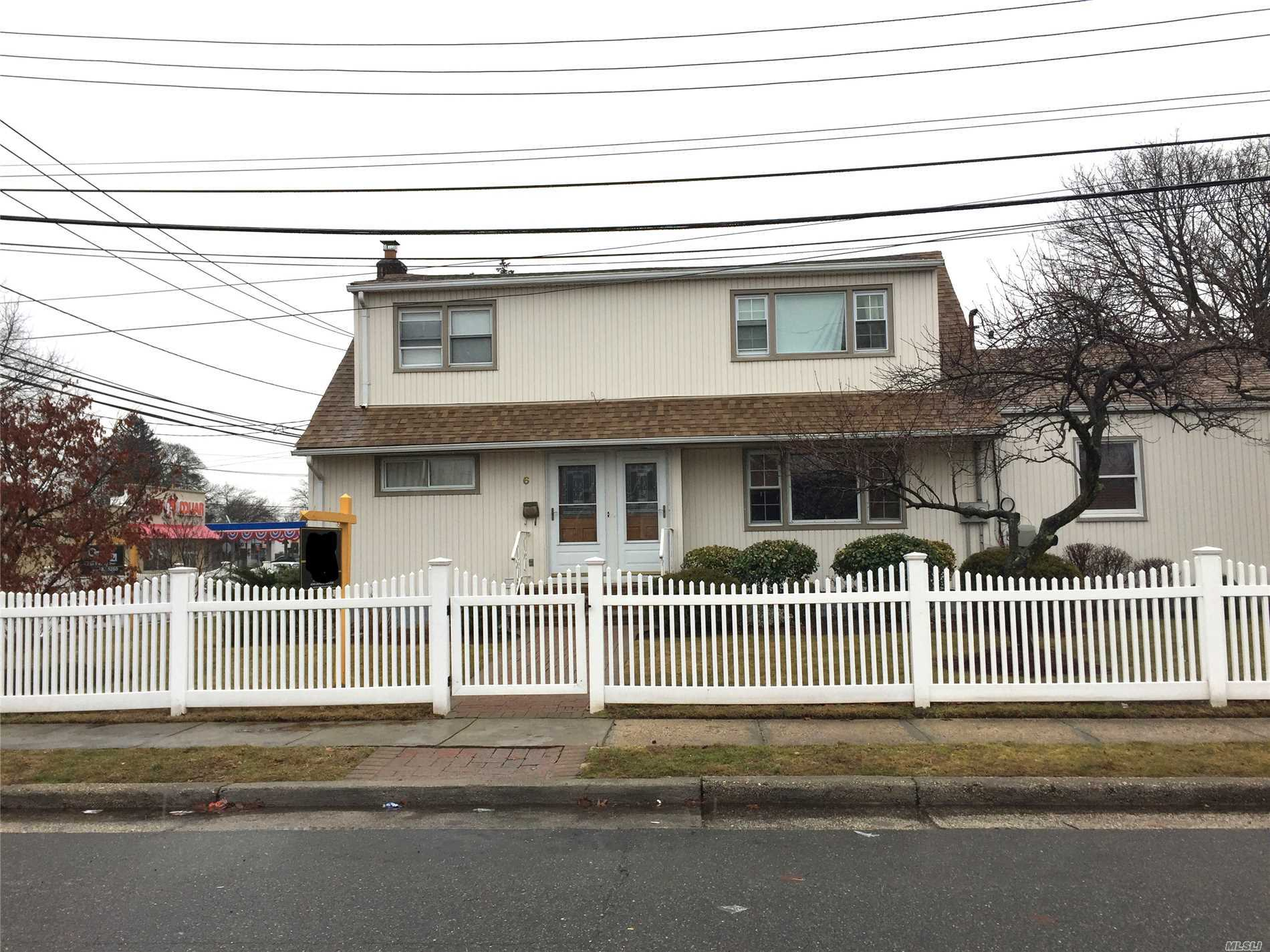 Photo of home for sale at 6 Dale Ave, Hempstead NY
