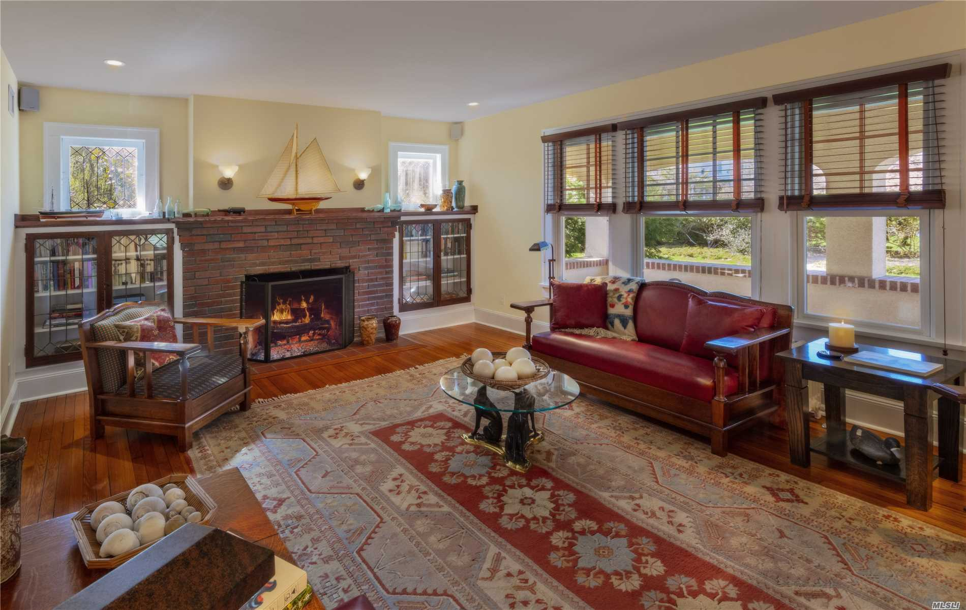 Photo of home for sale at 16 Woodlawn Ave, East Moriches NY