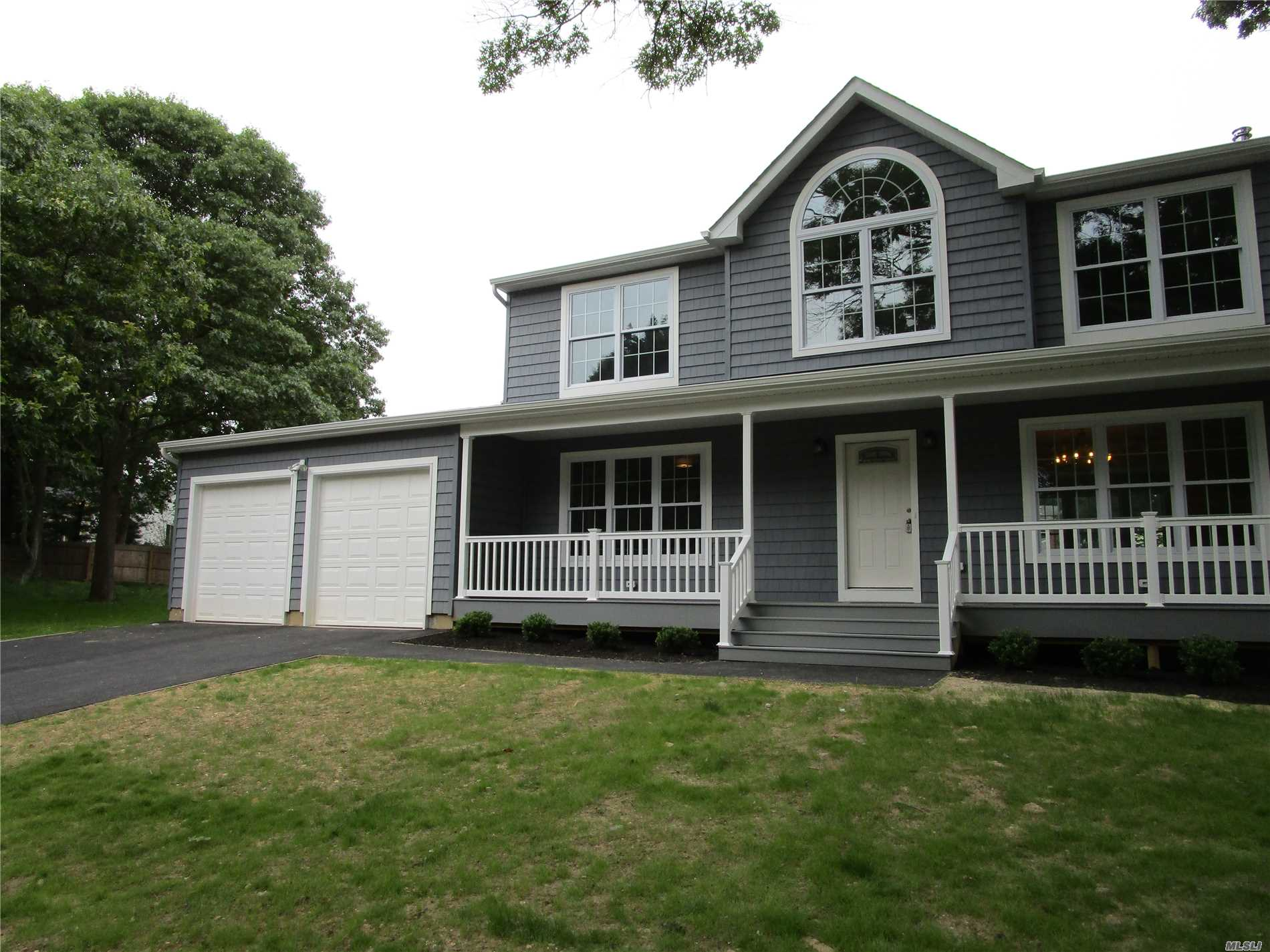 Photo of home for sale at N/C Furrows Rd, Holbrook NY