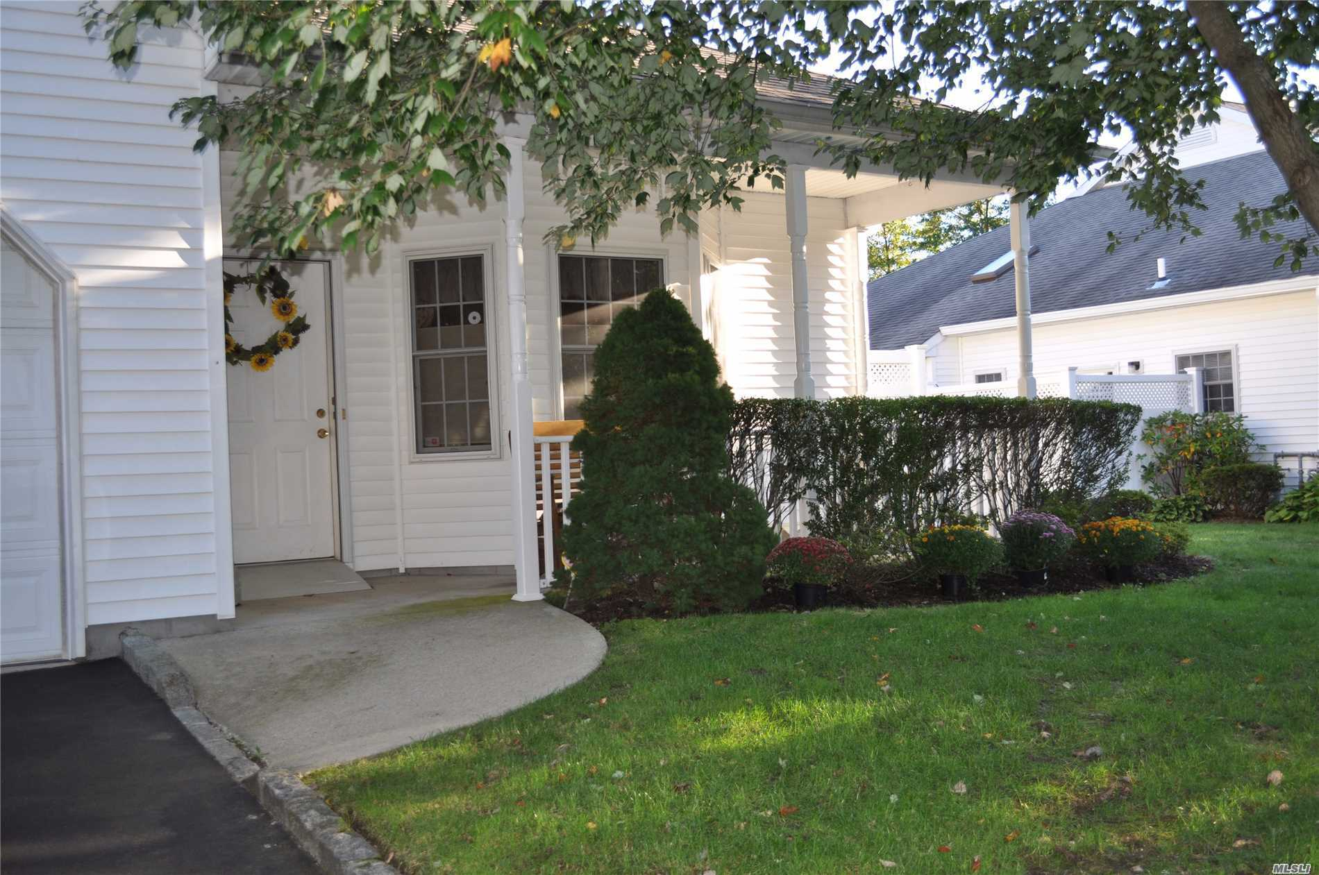 Photo of home for sale at 56 Oyster Cove Ln, Blue Point NY