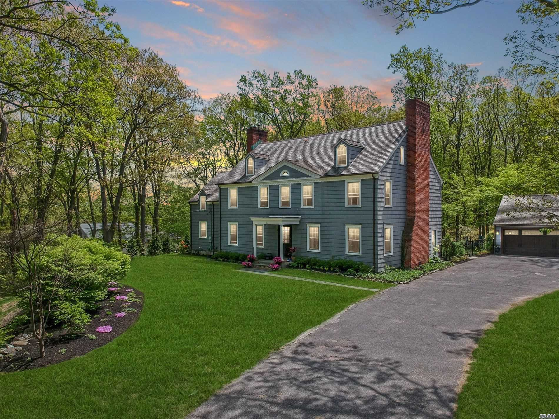 Photo of home for sale at 3 Wildwood Ct, Lattingtown NY