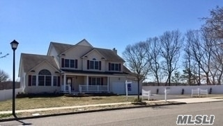 Photo of home for sale at 7 Manor Pl, Smithtown NY