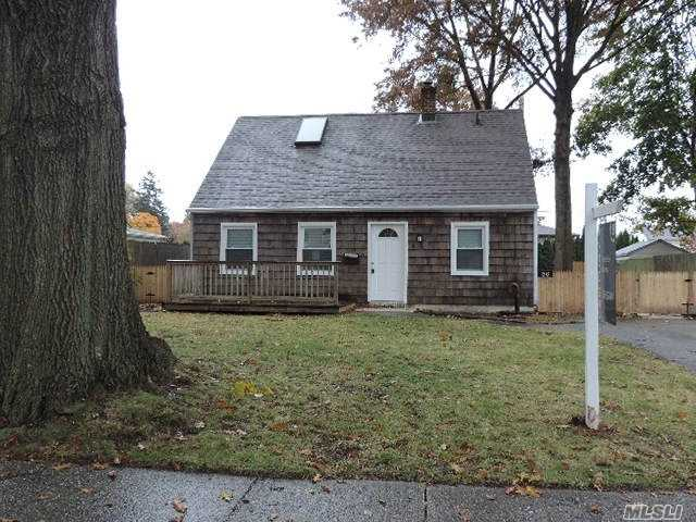 Photo of home for sale at 56 Azalea Rd, Levittown NY
