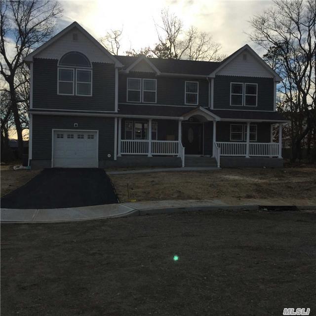 Photo of home for sale at 1 Dello & Gillo Ct, Amityville NY