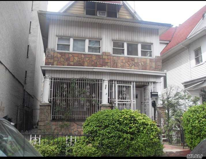 Photo of home for sale at 422 26 St E, Brooklyn NY