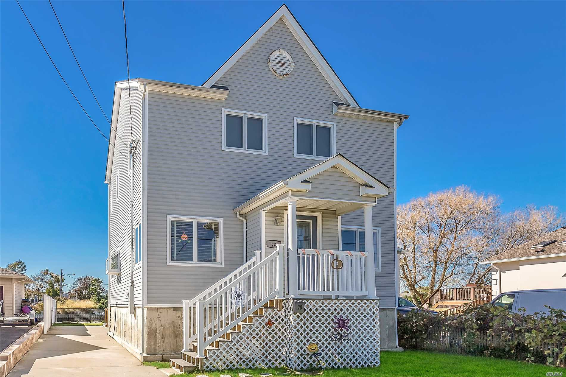 Photo of home for sale at 70 Bayview Ave, Babylon NY