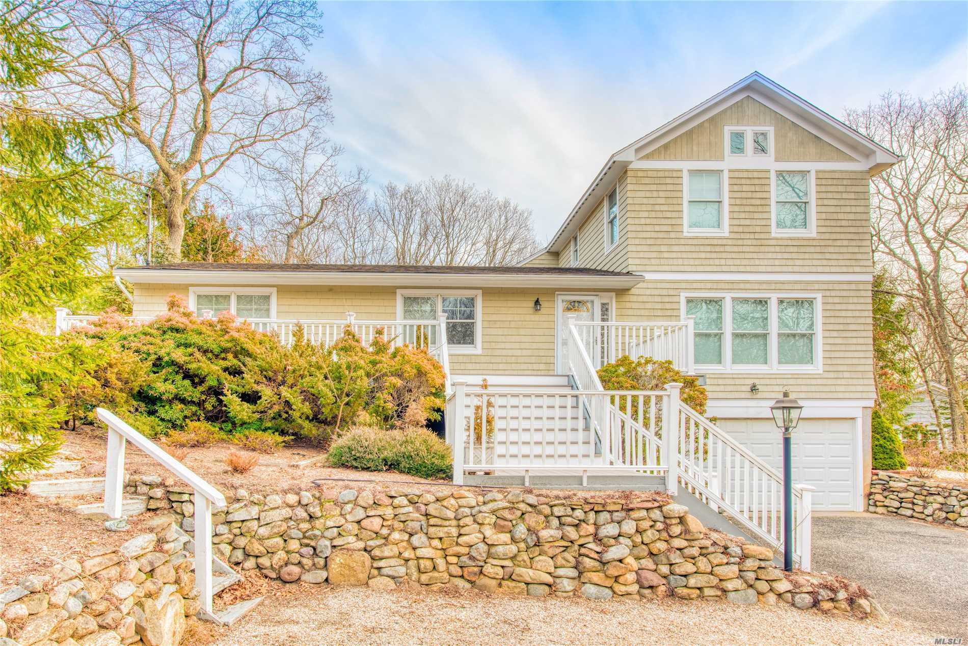 Photo of home for sale at 3295 Haywaters Rd, Cutchogue NY
