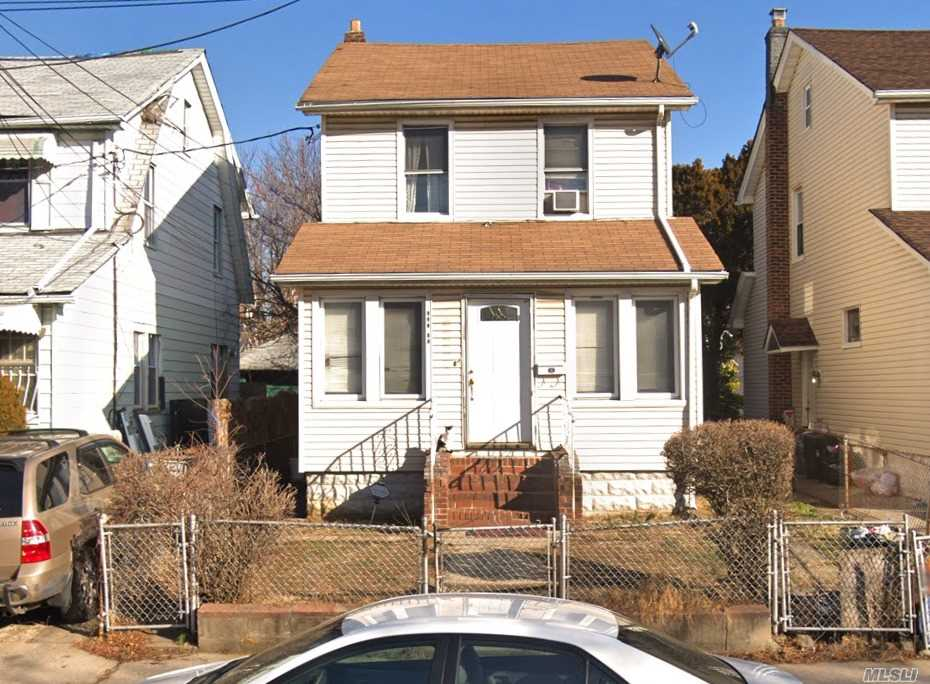 Photo of home for sale at 119-33 192nd St, Jamaica NY