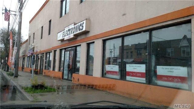 Photo of home for sale at 263 Jericho Tpke, Mineola NY