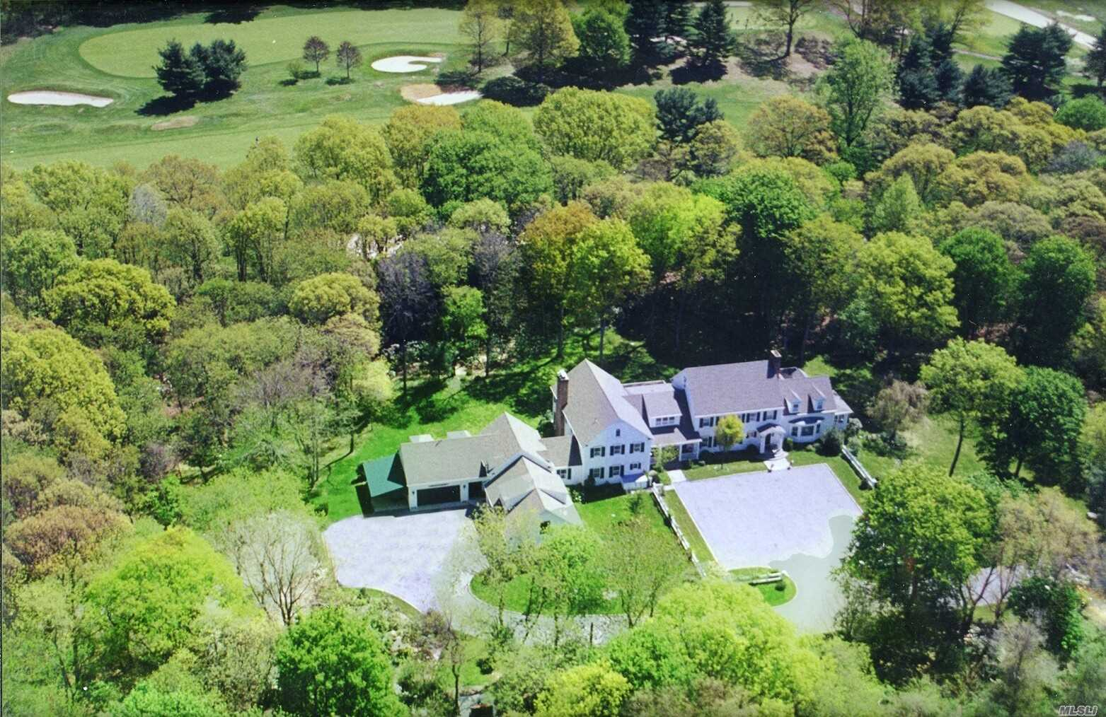 Photo of home for sale at 110 Piping Rock Rd, Matinecock NY