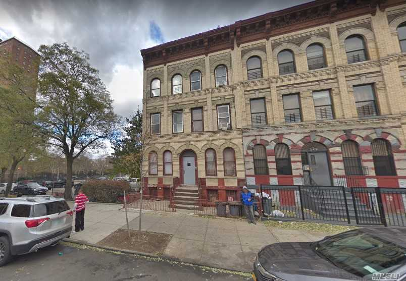 Photo of home for sale at 327 Vernon Ave, Brooklyn NY