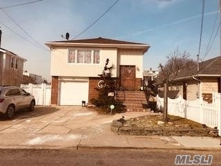 Photo of home for sale at 12 Oceanview Ave, Valley Stream NY